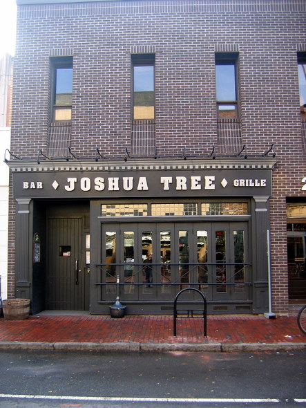 Somerville-Davis-Square-24-Joshua-Tree-Bar-&-Grille